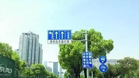 """最后, 小编奉上 市区公交车道""""借道""""右转路段集合 祝各位小仙女们"""