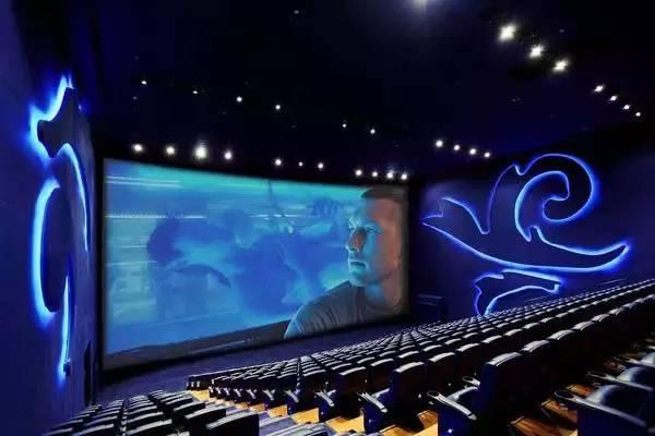 香港机场ua imax影院拥有全港最大的imax巨型银幕,可容纳350名观众!