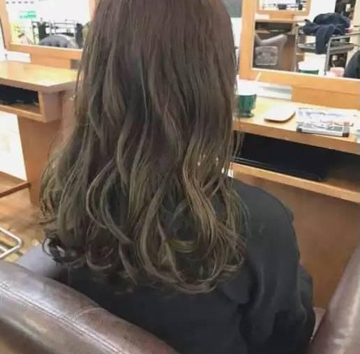 中长发卷发发型, 烫成这样的卷发才是2017最好看的发型!图片