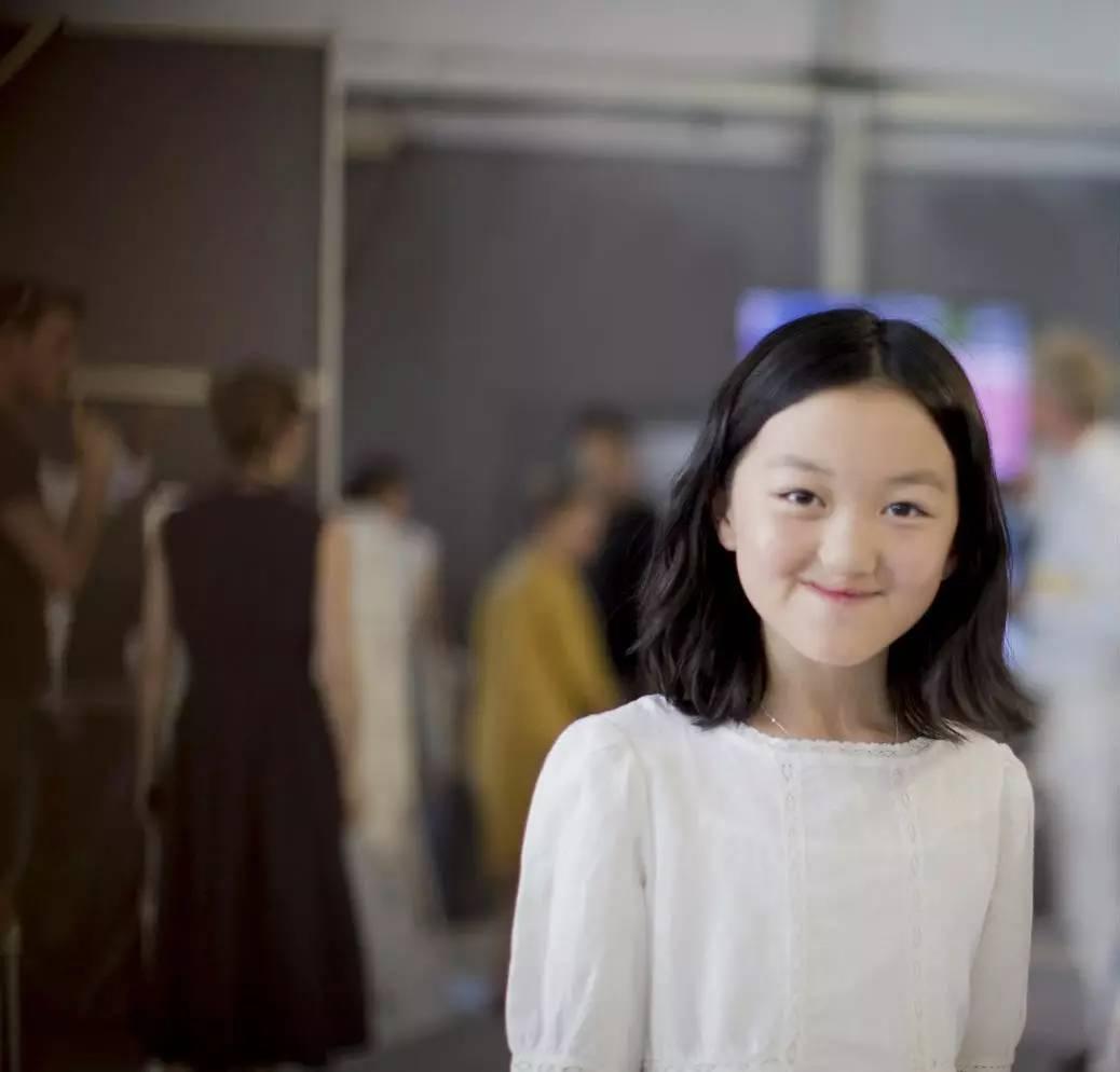 给这个或许心怀恶意的世界一个善意微笑,就是李亚鹏教给孩子的世界观.