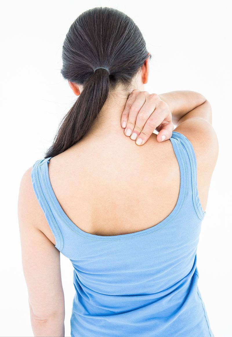 3,背部症状:背部肌肉发紧,发僵,活动后或者按摩后好转;背部有疼痛