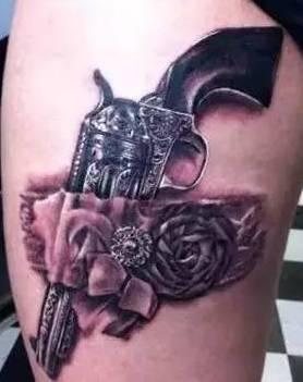 手枪纹身的寓意就是有自我防范功能,就好比纹一些辟邪的神兽,祈祷的