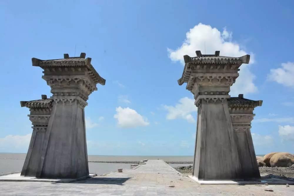 汉�z(�X[_当天上午,记者在犀牛脚渔港码头内看到,停泊在该处的两艘仿古汉船