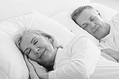 老人的颗体性生活�_他们夜生活一般比较简单,又习惯早早地就上床睡觉.