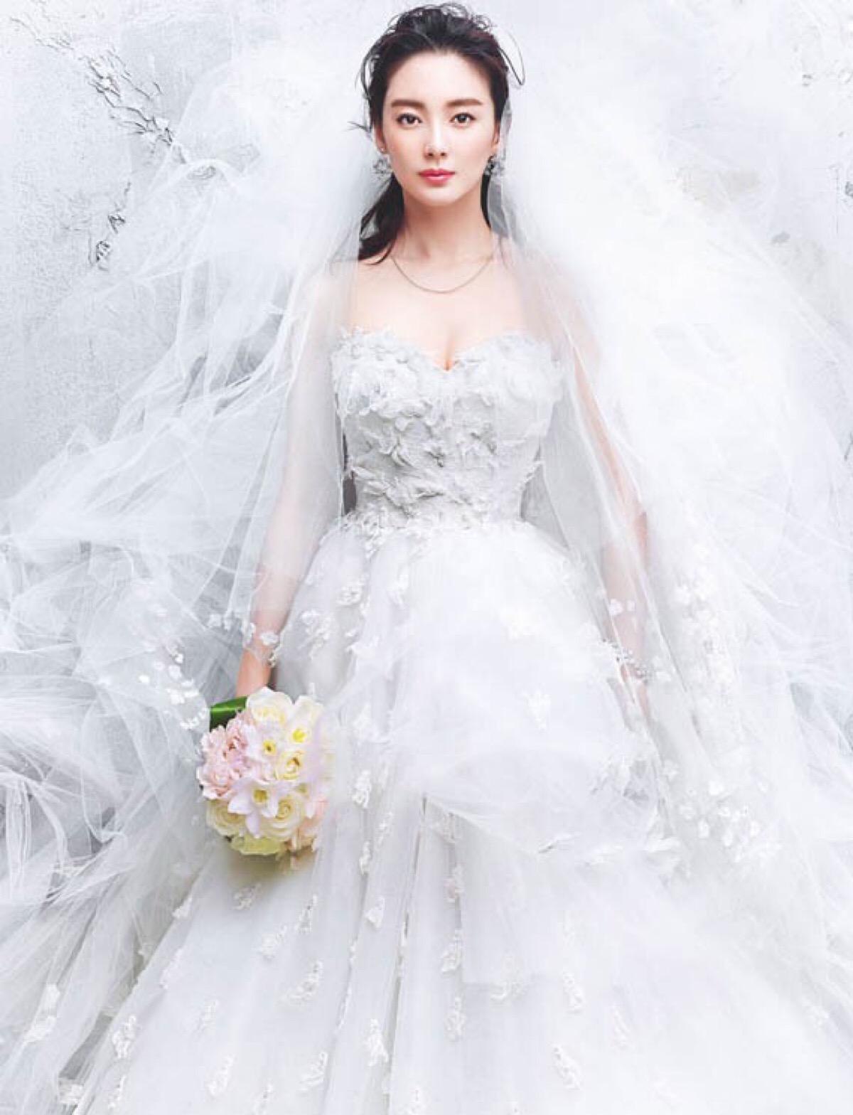 爱对人每天都是情人节 张雨绮婚纱造型美翻了图片