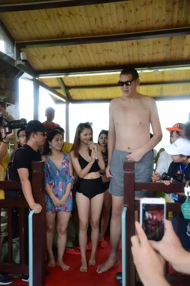 两米美女巨人_比基尼美女,2.38米巨人,网红. 她们在30米高空干这事,刺激!