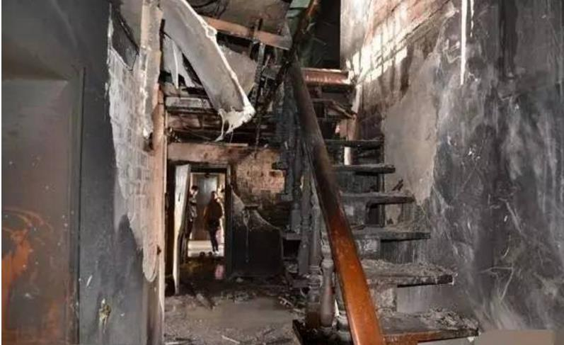 火灾22人丧生:拷问城市管理者责任心