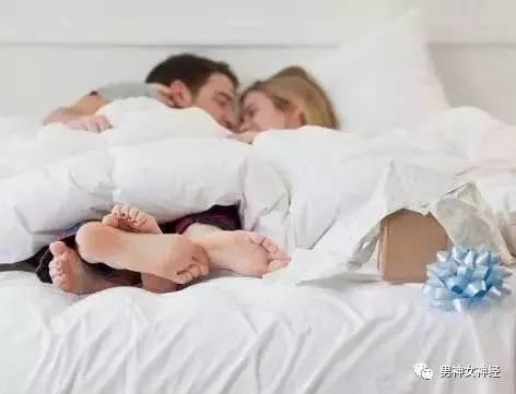 惊讶 夫妻这种睡姿竟能旺运 看看睡对了吗