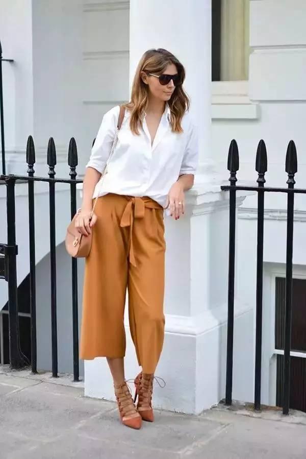 白衬衣配什么裤子女_每个女生衣橱里必有一件白衬衫,不论是出游拍照,还是日常工作,白衬衣