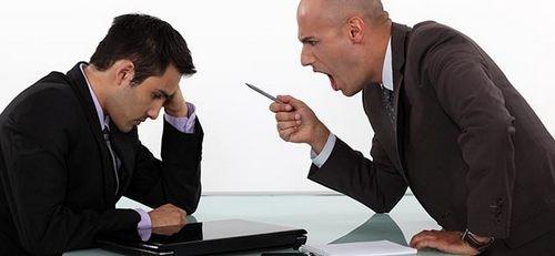天太热老板性情大变 骂走一半员工