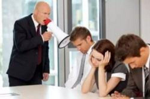 老板骂走一半员工 老板情绪中暑求医救治