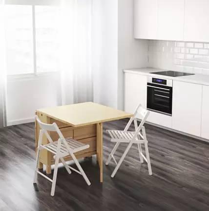 卧室能塞进一张乒乓球桌,小空间也有很多可能