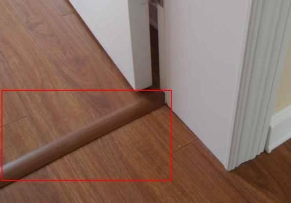 木地板和瓷砖的过渡,还能用特殊拼铺的方法来解决,像图中这样有规则