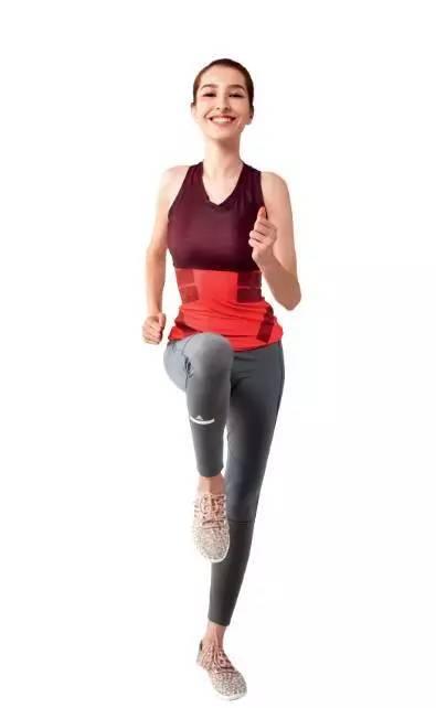 模拟跑步动作,摆臂并高抬腿跑,原地进行30秒.图片