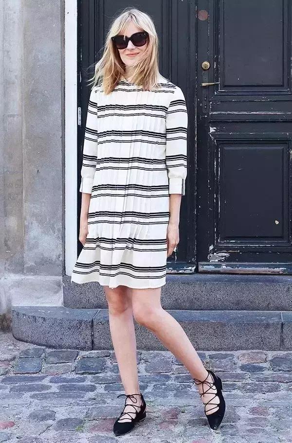 夏天连衣裙配什么鞋子 这么穿简直美翻了
