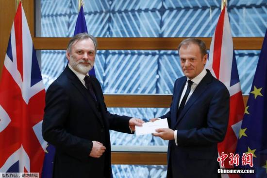 脱欧谈判进入实质性阶段 英代表空手赴会引批评