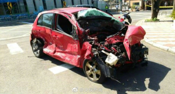 台北发生重大车祸 致4死9伤22车受损