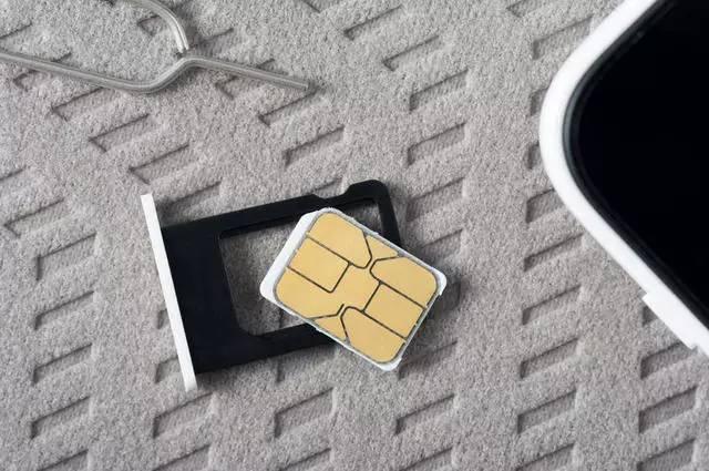 诞生于大哥大时代的SIM卡,老旧又麻烦,为啥还没被淘汰?