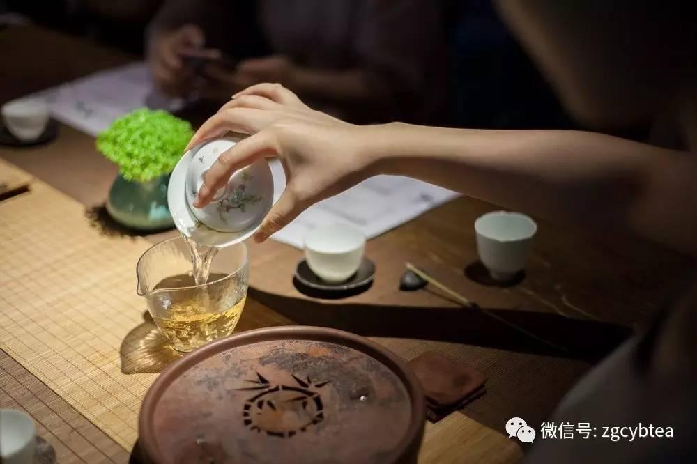 当四十多个茶馆同喝一泡茶,便是一个有表情有深度的观山茶会图片
