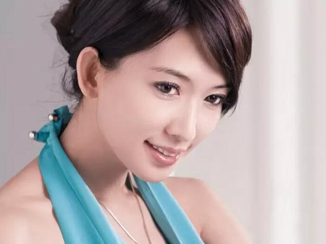 2019明星年收入排行榜_2011福布斯中国名人榜公布 歌星办演唱会名利双收