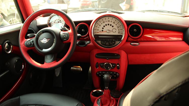 宝马mini内饰红黑色内饰改装,车生活更完美图片