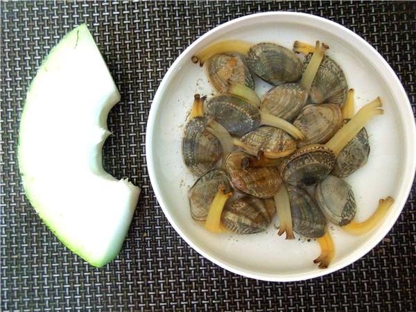食材:花蛤v盐水干净后,放在盐水里养2火车,让它吐净小时坐乌龟怎样带泥沙图片