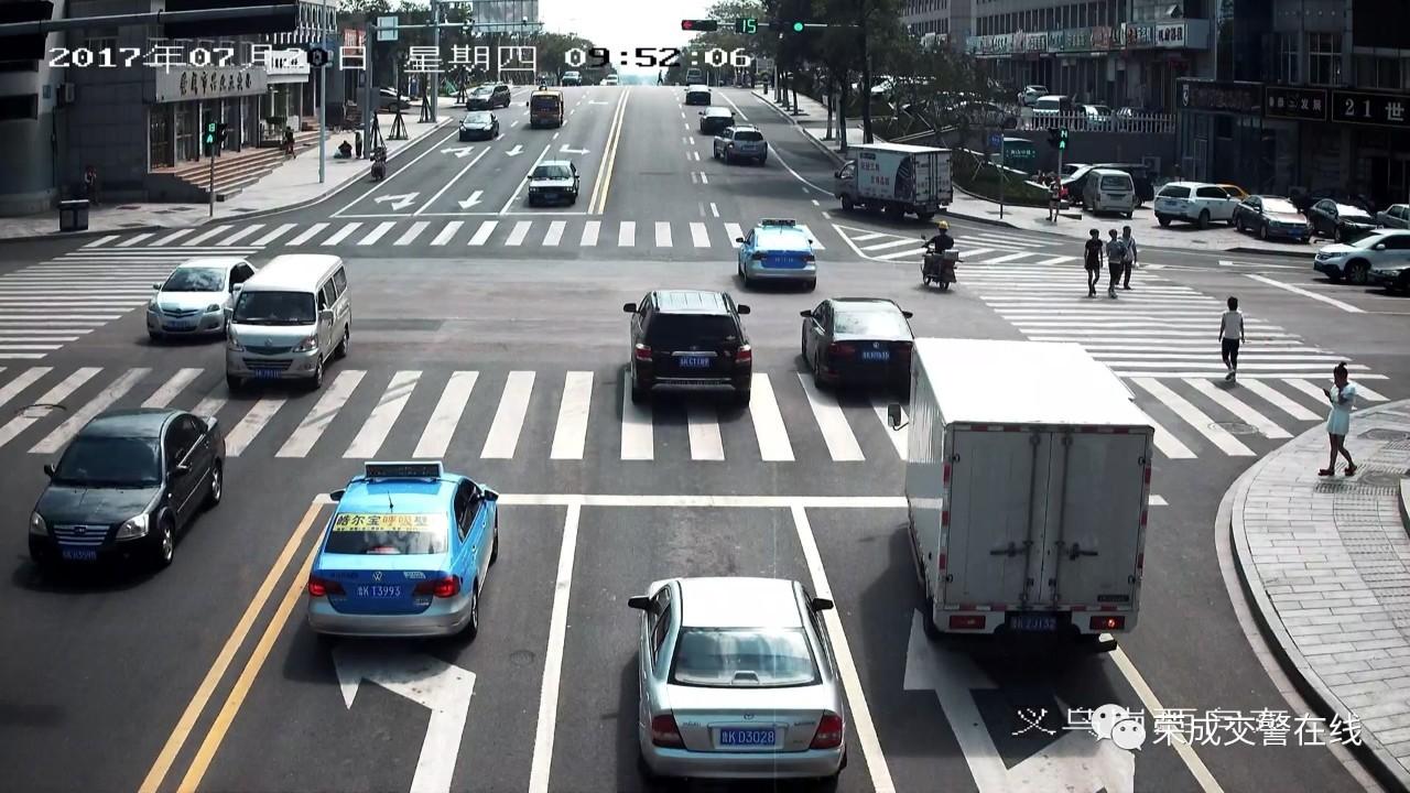 违章黑名单 | 红绿灯路口右转车辆!不礼让行人,你们受
