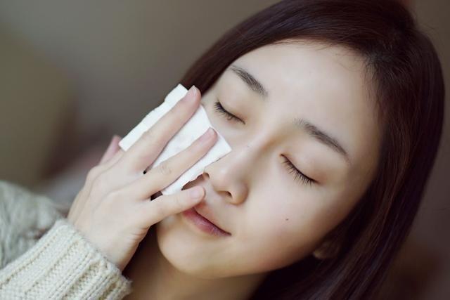 盛夏期间,女生该怎么才能预防脸上长斑呢