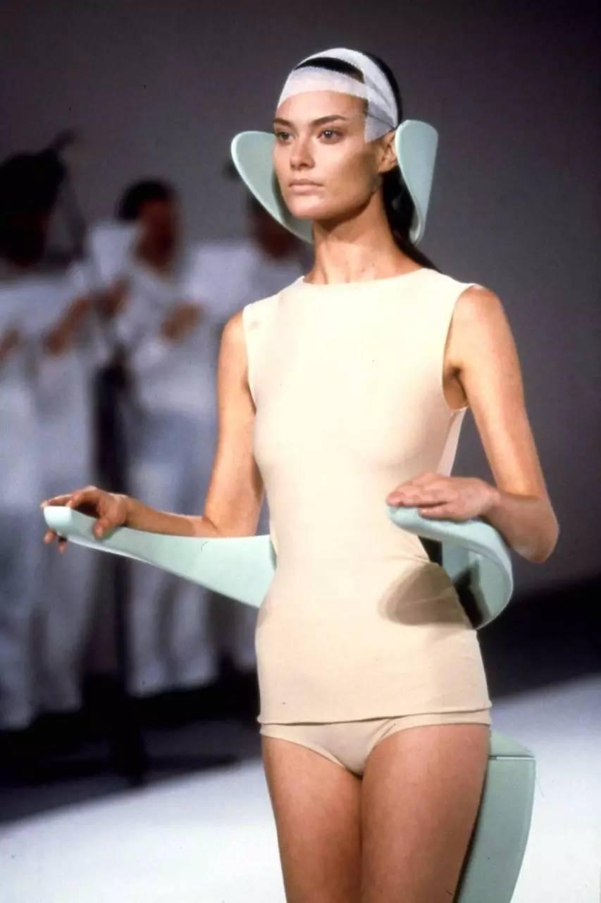 90年代备受争议的设计师是如何颠覆传统时尚的? 服饰潮流 图26