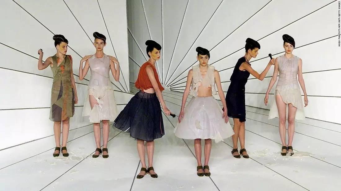 90年代备受争议的设计师是如何颠覆传统时尚的? 服饰潮流 图34