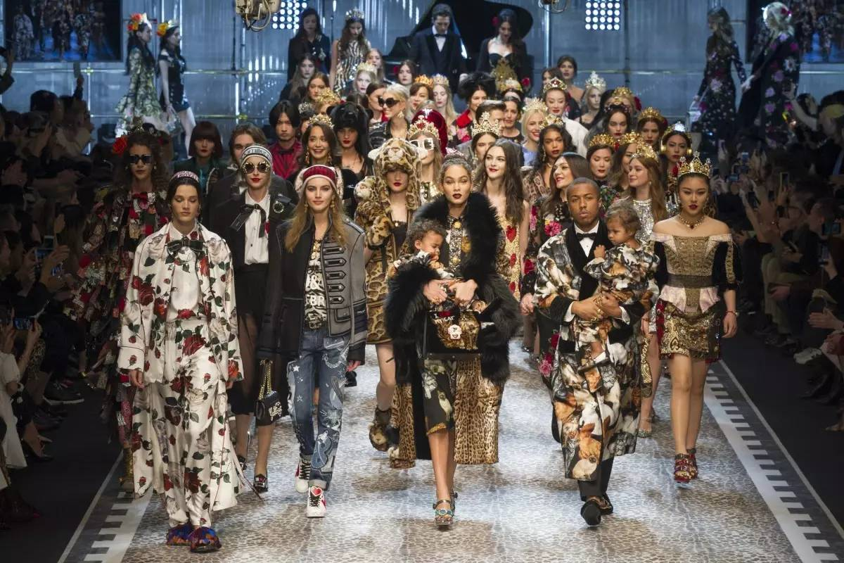 90年代备受争议的设计师是如何颠覆传统时尚的? 服饰潮流 图3