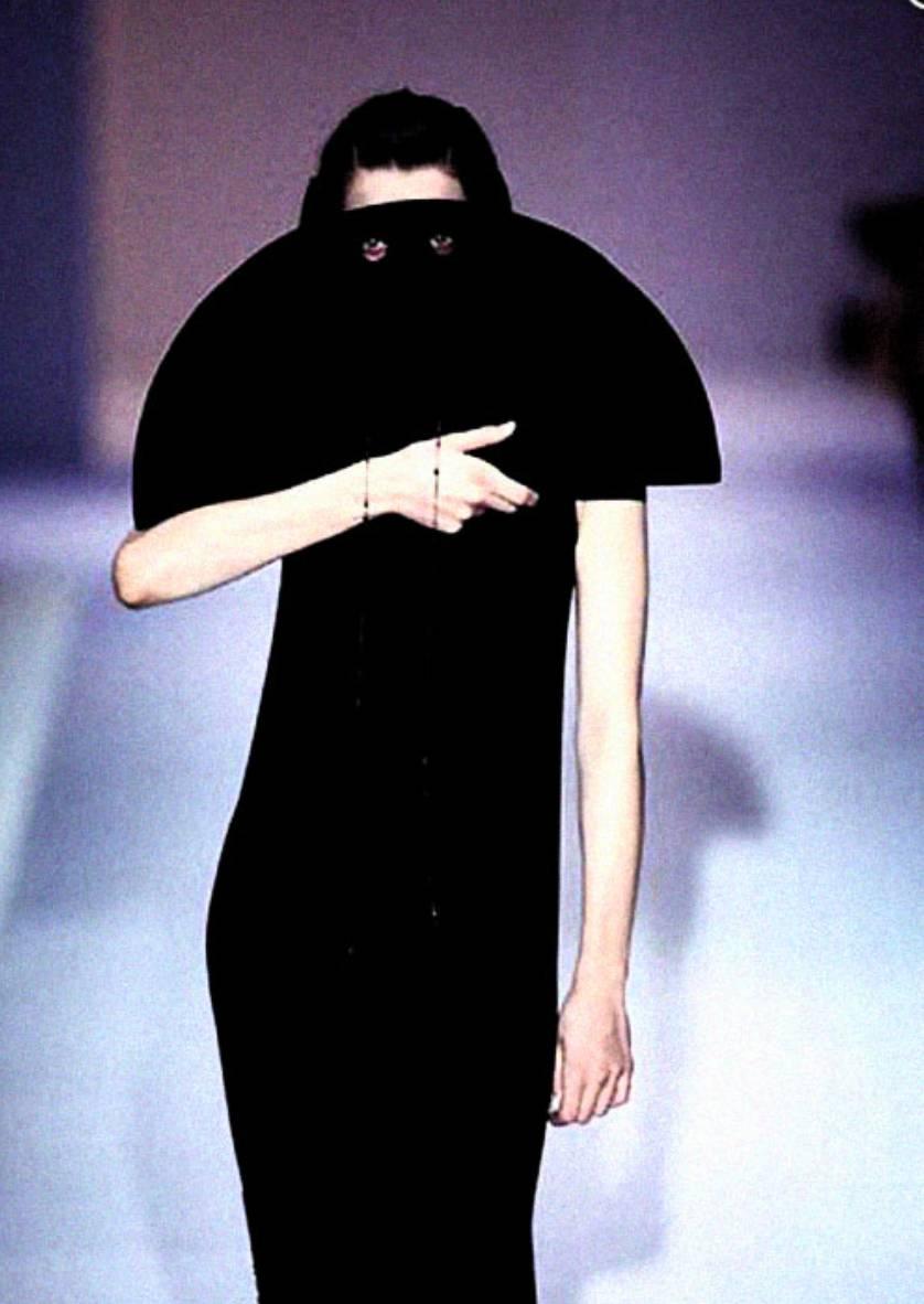 90年代备受争议的设计师是如何颠覆传统时尚的? 服饰潮流 图19