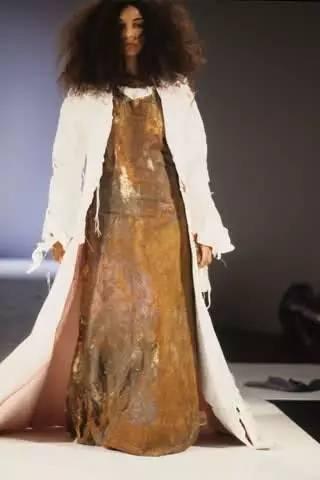 90年代备受争议的设计师是如何颠覆传统时尚的? 服饰潮流 图13