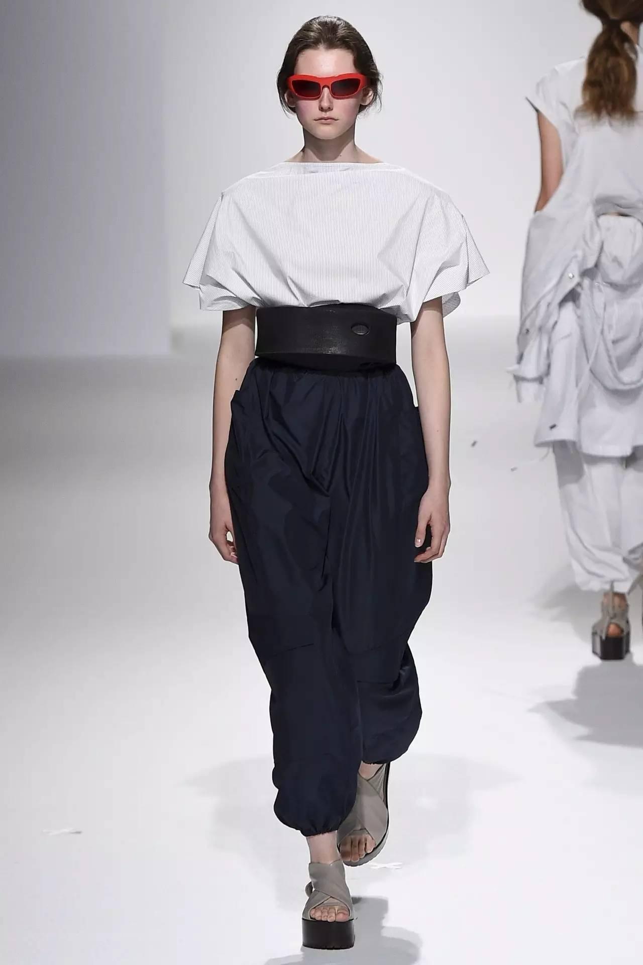 90年代备受争议的设计师是如何颠覆传统时尚的? 服饰潮流 图36