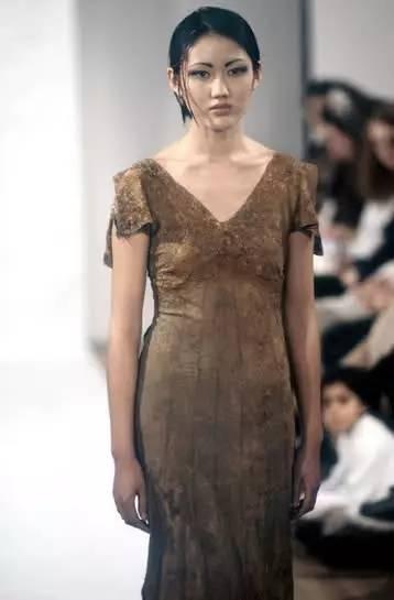 90年代备受争议的设计师是如何颠覆传统时尚的? 服饰潮流 图12