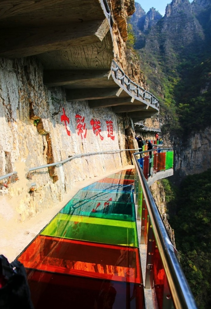 """30米高的""""螺旋梯"""" 又窄又陡 差点把人转晕了, 体验玻璃栈道的刺激 不图片"""