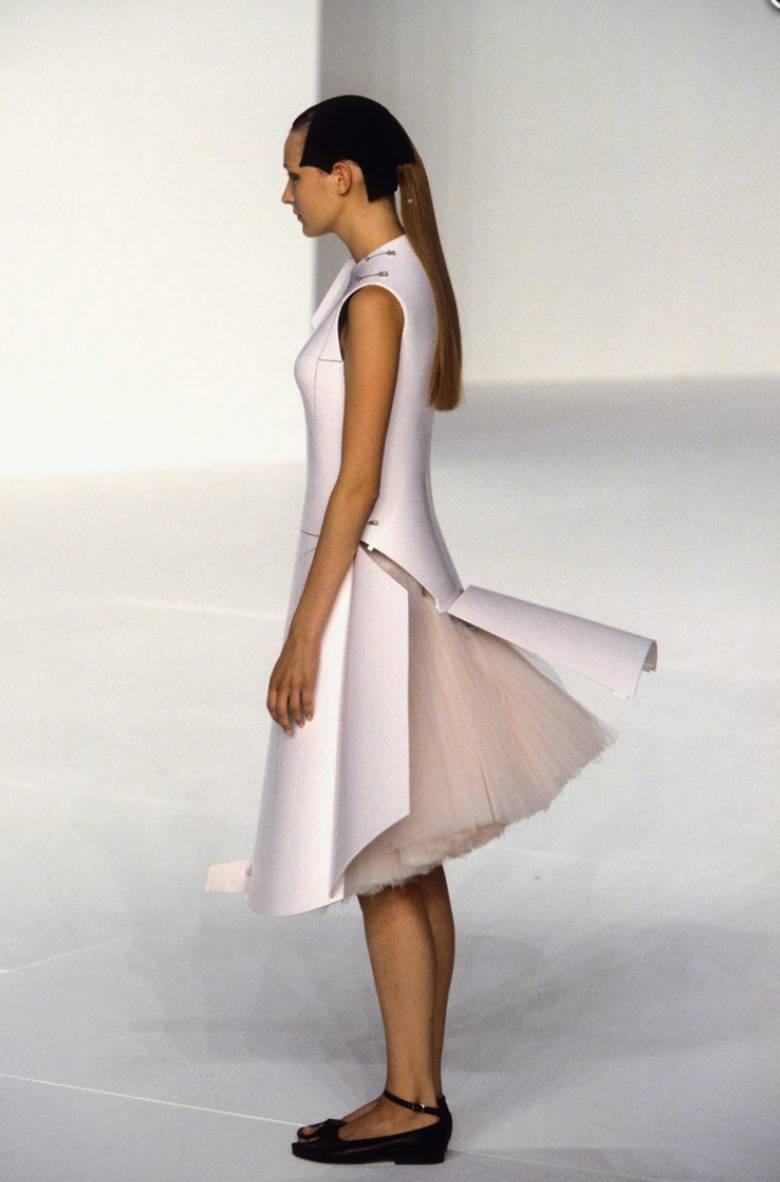 90年代备受争议的设计师是如何颠覆传统时尚的? 服饰潮流 图24