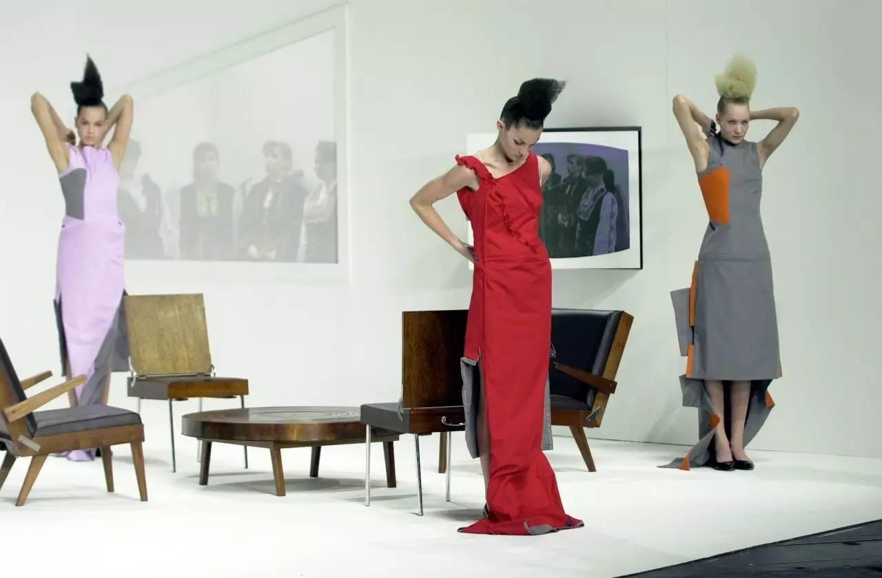 90年代备受争议的设计师是如何颠覆传统时尚的? 服饰潮流 图30