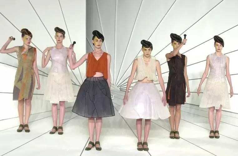90年代备受争议的设计师是如何颠覆传统时尚的? 服饰潮流 图33