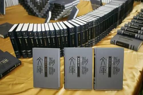 """702册图书,13家出版社捱翡递克,7年时间,春暖花开炎狼,一套""""湖湘文"""