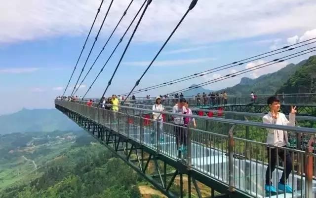 从桂林出发1.5小时!比张家界玻璃桥恐怖10000倍的世界图片
