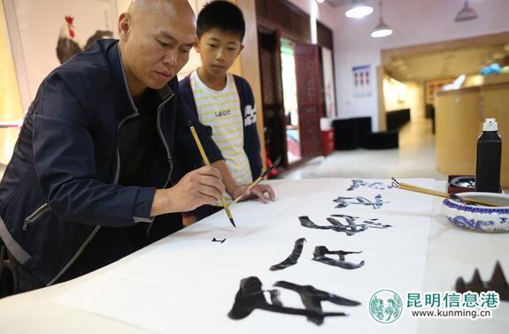 滇剧脸谱手绘图