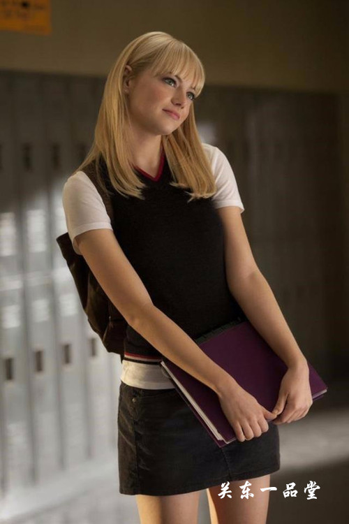 斯通在《超凡蜘蛛侠》中扮演蜘蛛侠的金发初恋女友格温.斯黛西.