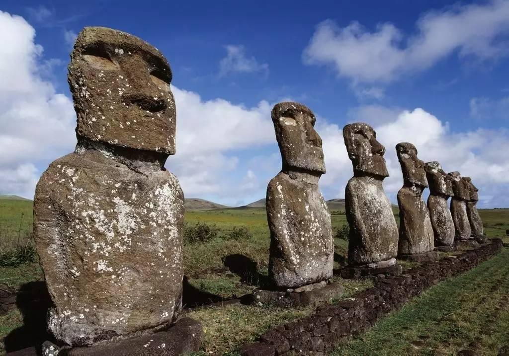 数吨重巨石建造的埃及金字塔,狮身人面像,复活节岛石像.