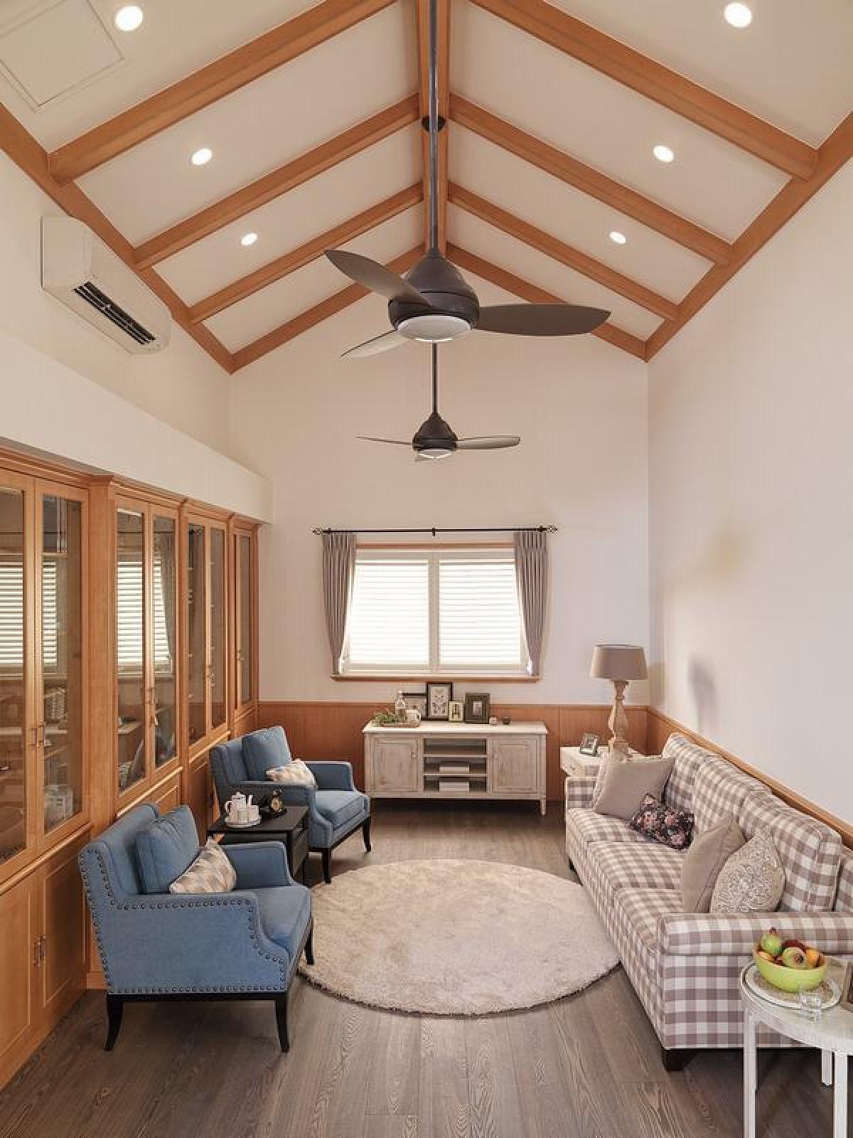 三,屋顶阁楼作为客厅图片