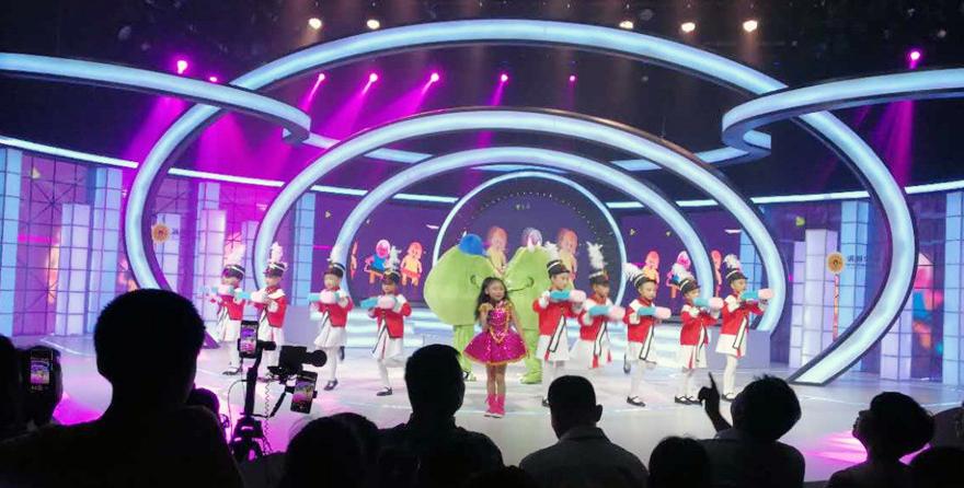 罗诗琦携《细菌大作战》献唱四川电视台公益晚会