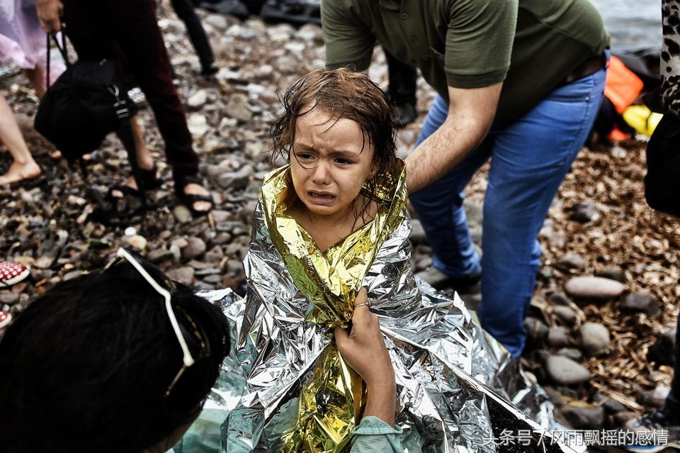 真实战场实拍 流着泪跑向光明图片