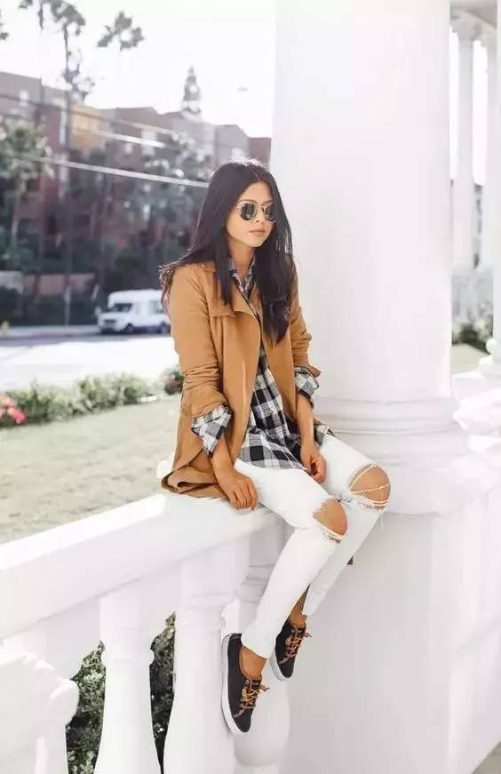 一逼色逼白白色_用白色阔腿裤就可以扬长避短