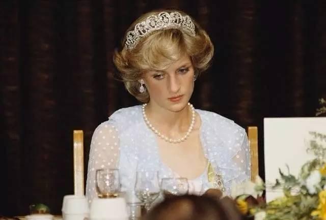 戴安娜王妃和卡米拉到底谁才是真正的小三