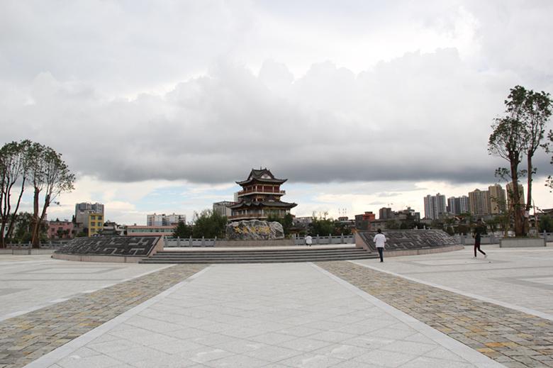 条件将公园划分为市民广场区域,荷塘戏楼区域,环湖区域,海棠广场区域图片
